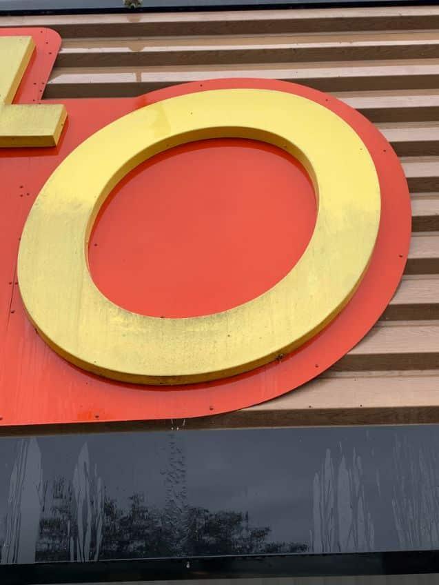 Nettoyage de l'enseigne et du bardage extérieur du magasin Netto de Carbonne, DNA Propreté & Services