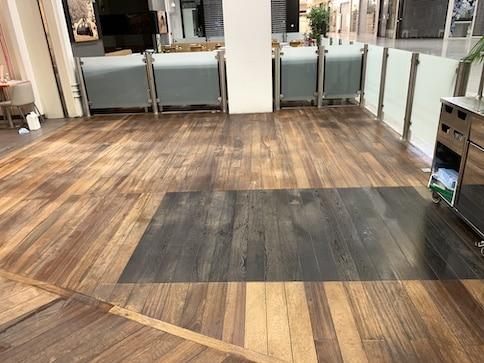 Nettoyage mécanique des sols de la terrasse du restaurant Le Paradis Du Fruit, DNA Propreté & Services