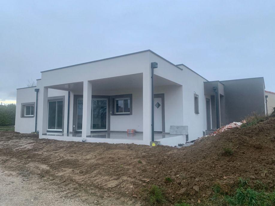 Nettoyage de fin de chantier d'une villa en cours de finition située sur la commune de Viviers-lès-Montagnes, DNA Propreté & Services